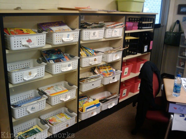 Classroom Library Organization Made Simple - Use matching baskets to keep it easy on the eyes. Get rugged ones!