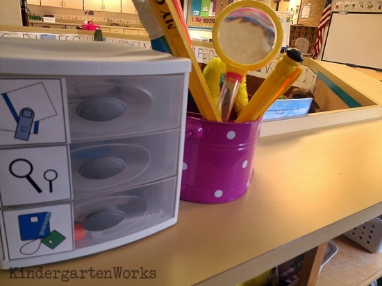 How to make a big book literacy center - Dollar store pointers and a utensil caddy - that makes pulling this center together easy!