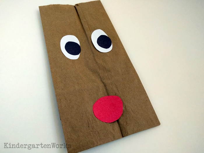 Easy Christmas Gift Wrap for Kindergarten - make face with construction paper
