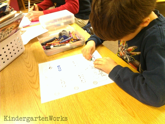 KindergartenWorks :: how to create smart literacy centers that last all year