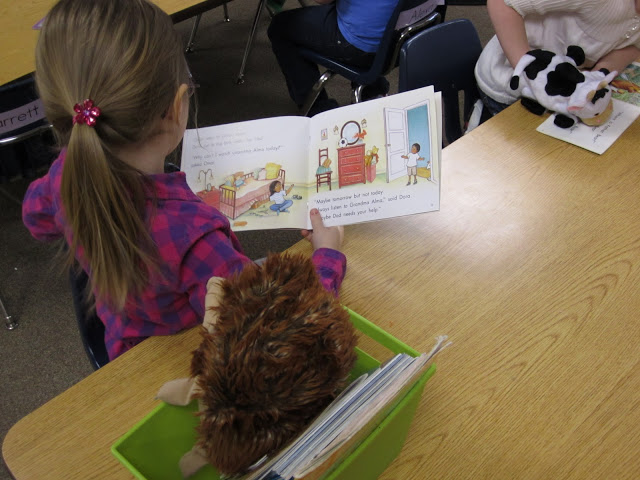 puppets - reading appropriate leveled texts in kindergarten KindergartenWorks