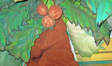 "making a ""scrunchy tree trunk"" {tutorial} - KindergartenWorks"