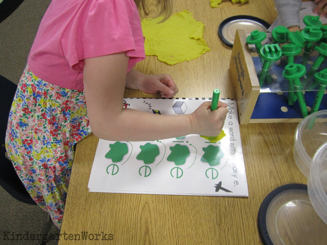 kindergarten word work manipulative ideas - KindergartenWorks