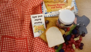 retell literacy center activity - Peanut Butter and Jelly