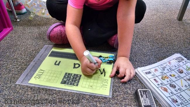 6 Fun Ways to Teach Reading in Kindergarten With Dollar Tree Race Cars - Blending CVC Words - I love this!