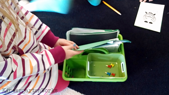 How to Organize Centers in Kindergarten the Easy Way - pokey pinning center