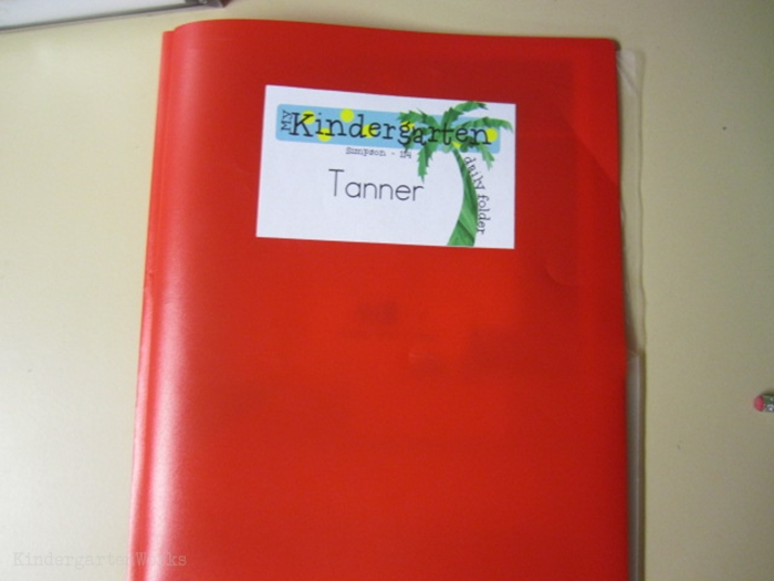 How to set up daily folders for kindergarten - add name labels
