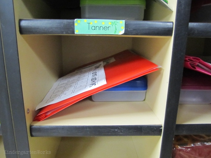 How to set up daily folders for kindergarten - keep in cubbies