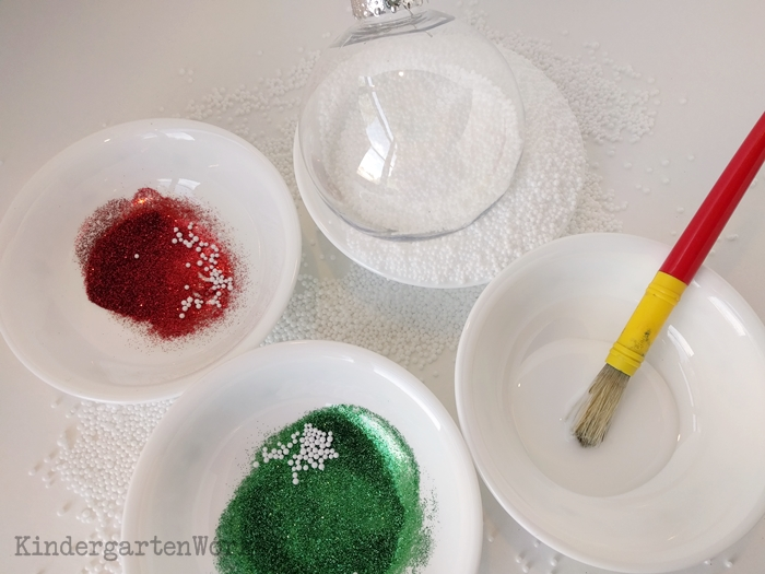 How to Make a Timeless Keepsake Ornament in Kindergarten - glitter, glue and artificial snow