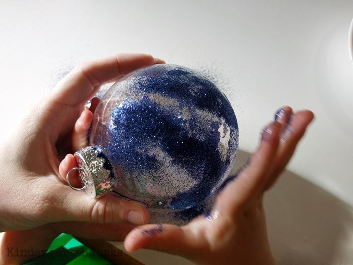How to Make a Timeless Keepsake Ornament in Kindergarten - shake on glitter