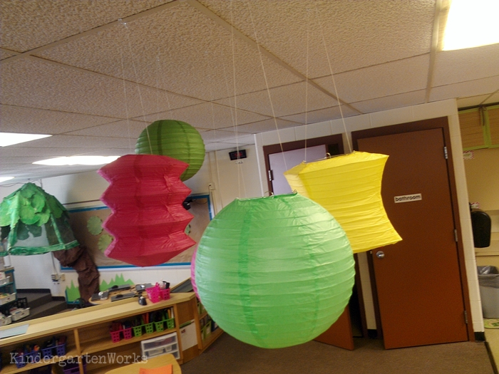How to hang lanterns in the classroom