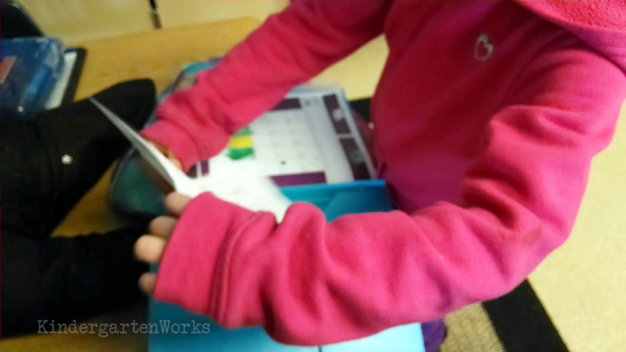 How to Manage an End of Day Routine in Kindergarten - prepping folders