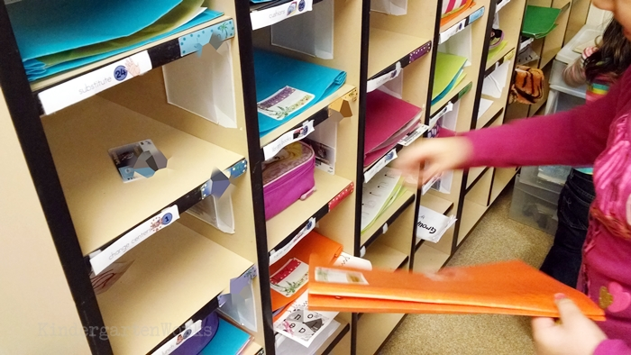 How to Manage an End of Day Routine in Kindergarten - student folders