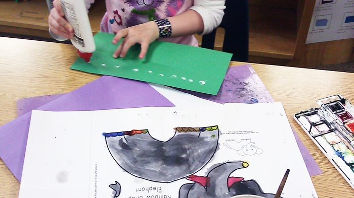 Free and Easy Zoo Animals Writing Project for Kindergarten - glue grass at the base