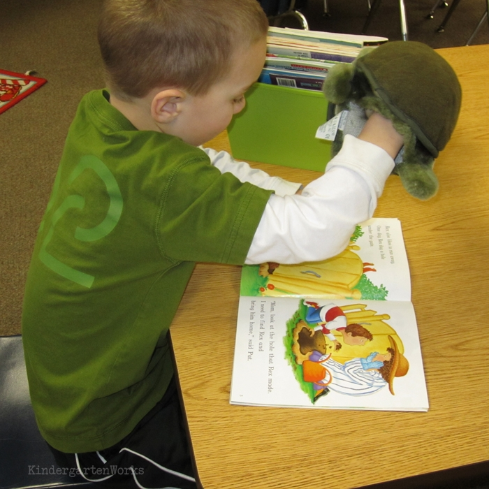 Literacy Centers Kindergarten - Puppets Reading Leveled Book Center