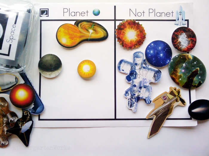 Non-Fiction Literacy Center for Kindergarten - sorting outer space objects